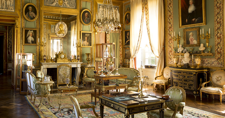 Modern Elegance Vs Old World Glamour