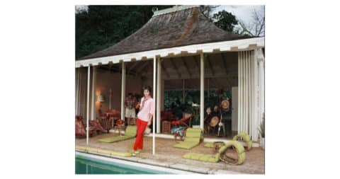 <i>Family Snapper,</i> 1959, by Slim Aarons, offered by IFAC