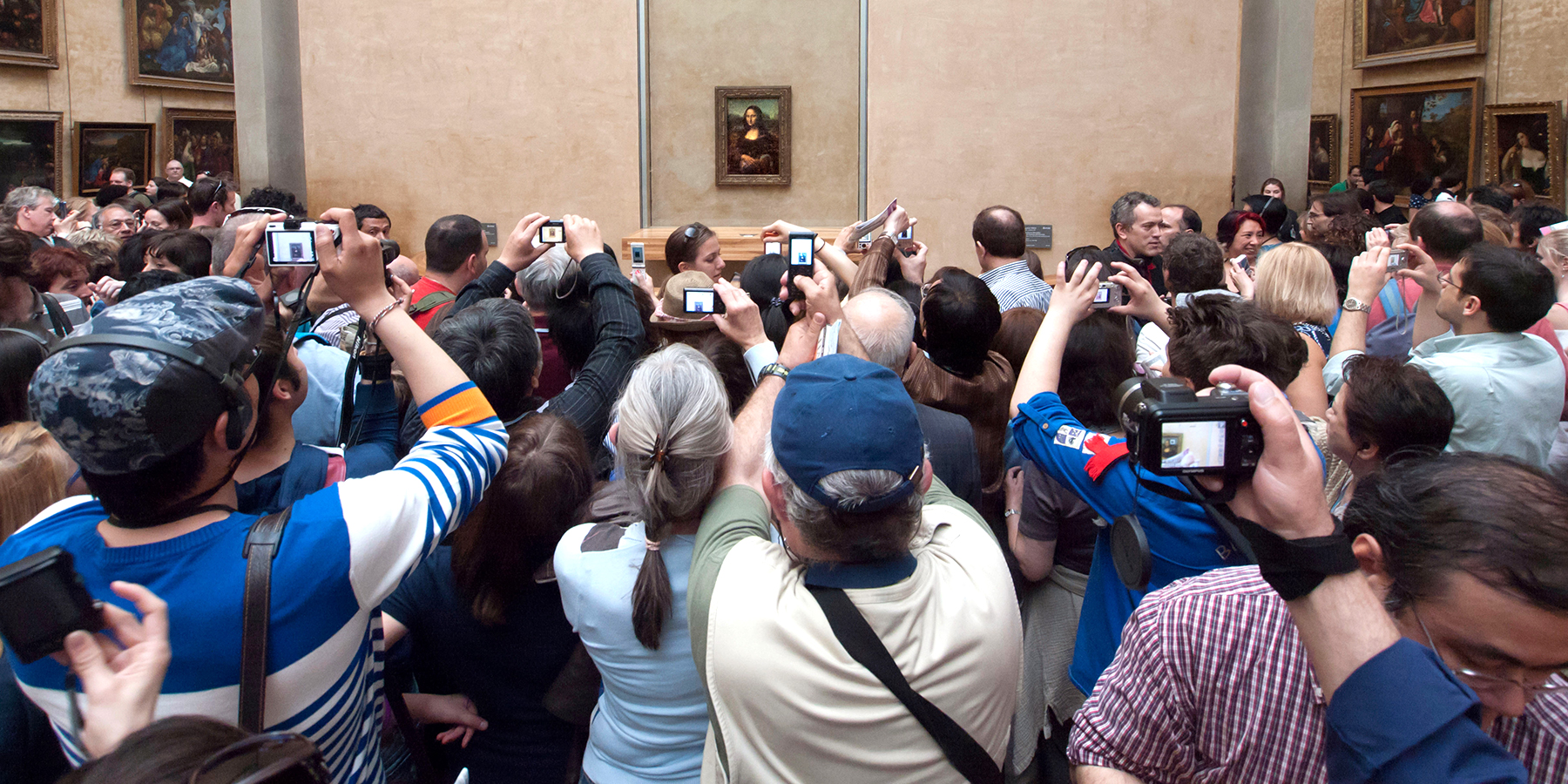 This Is How to Look at Art (Spoiler: Put Away Your iPhone)