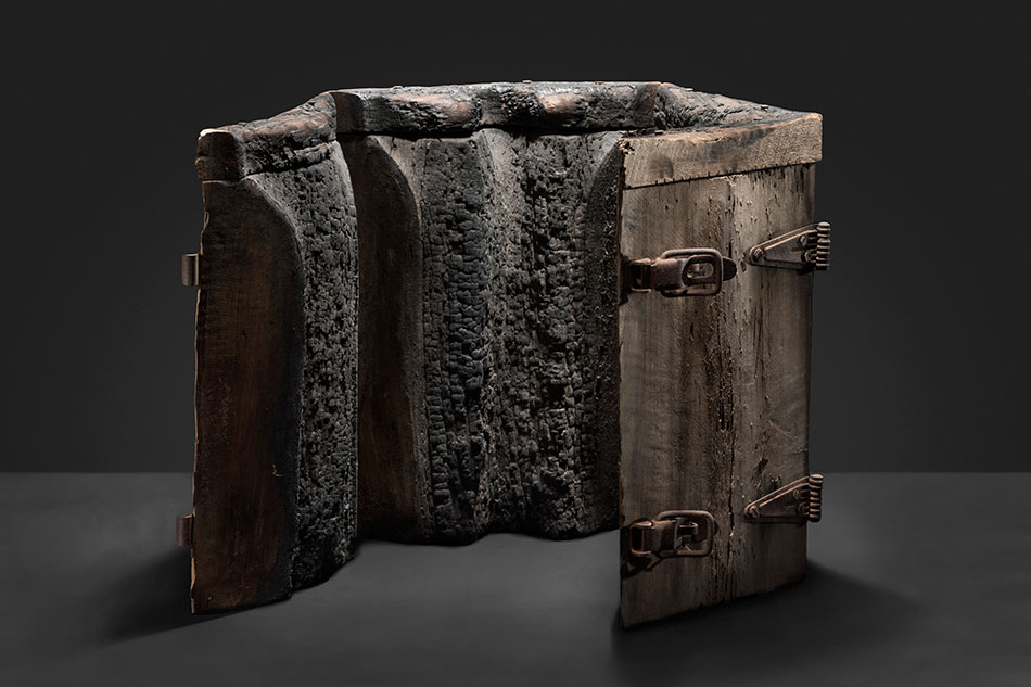 Charred wooden mould