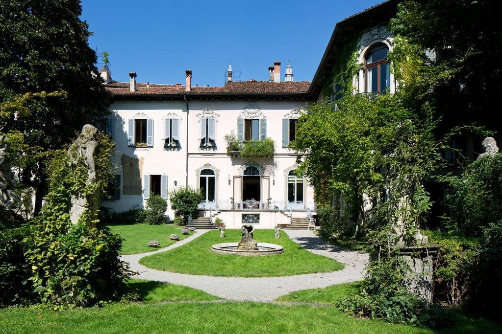 Piero Portaluppi Case degli Atellani Milan facade gardens courtyard