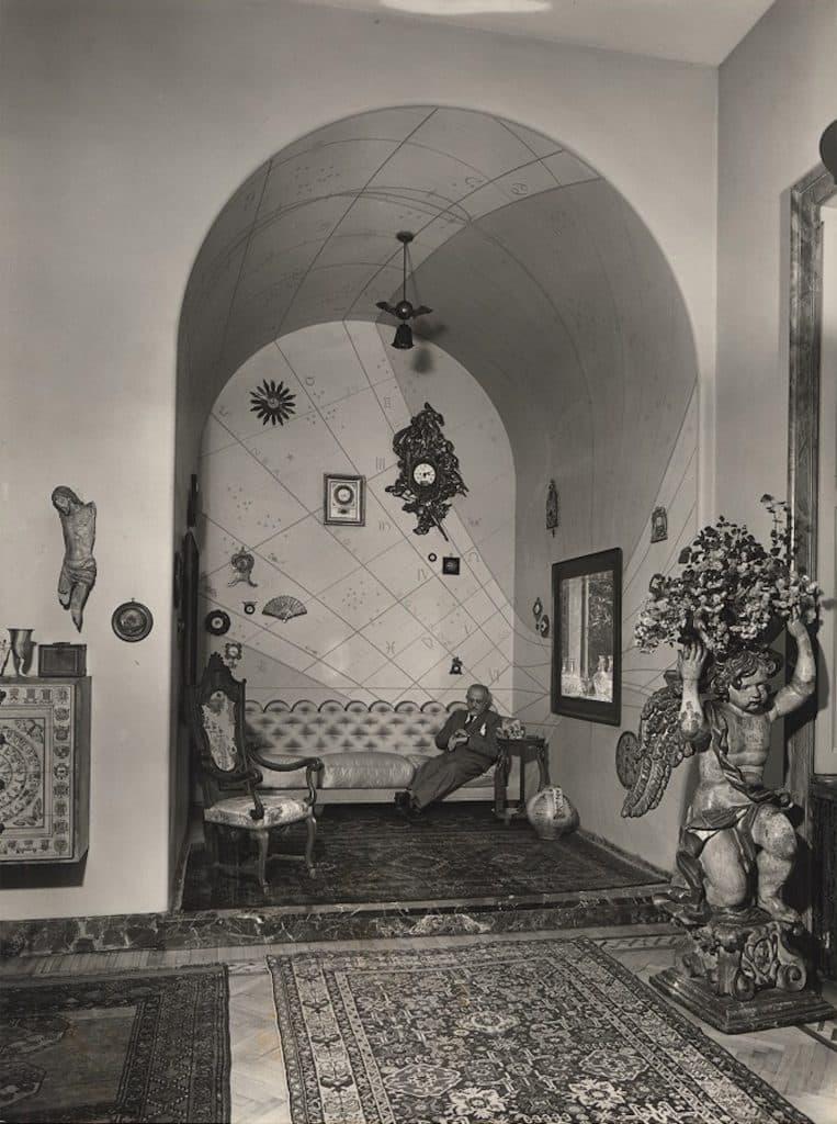 Piero Portaluppi Casa degli Atellani Milan sundial niche sofa