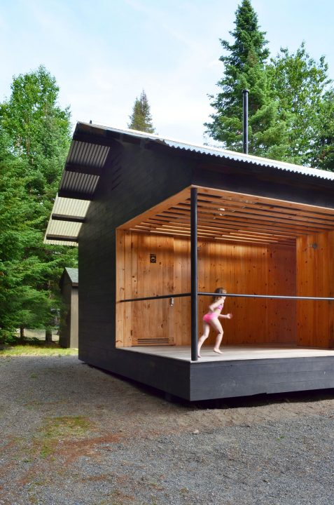 Cupsuptic bath house by Davies Toews