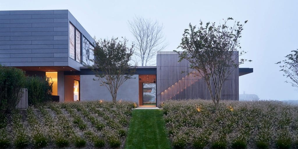 Exterior of Southampton home by Damon Liss