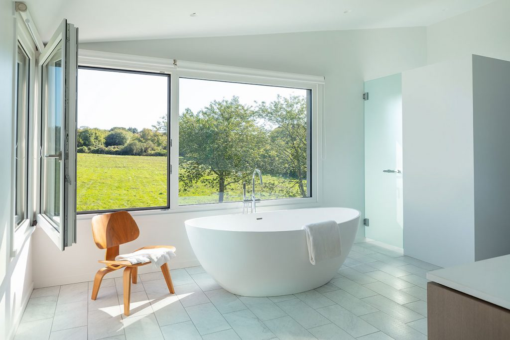 Jim Estes Peter Twombly Estes Twombly architects Narragansett Bay Rhode Island house master bathroom