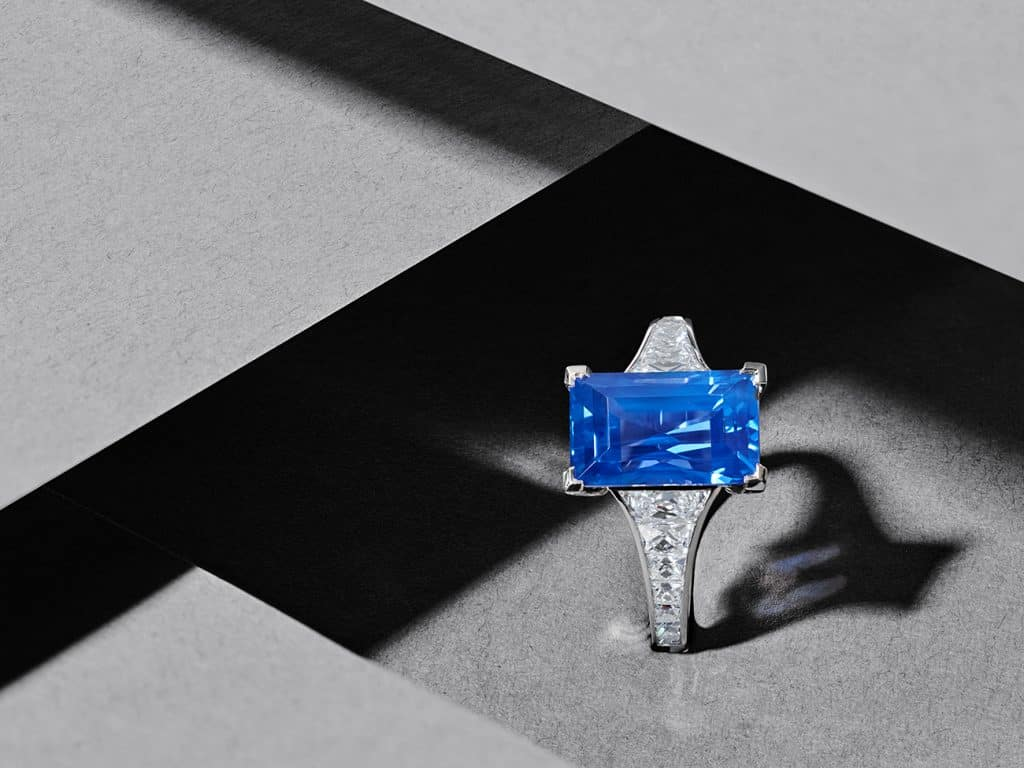 Hancocks 6.61-carat unheated Ceylon sapphire and with French-cut diamond shoulder platinum ring
