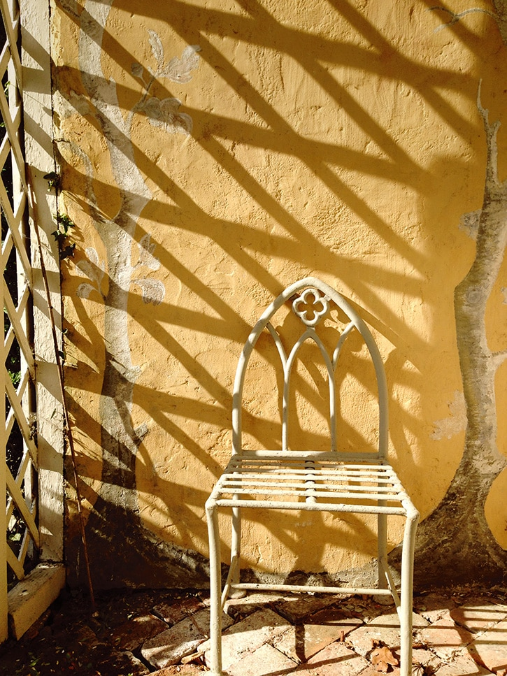 Miguel Flores-Vianna's photo of a chair at Nicky Haslam's house in Hampshire, England