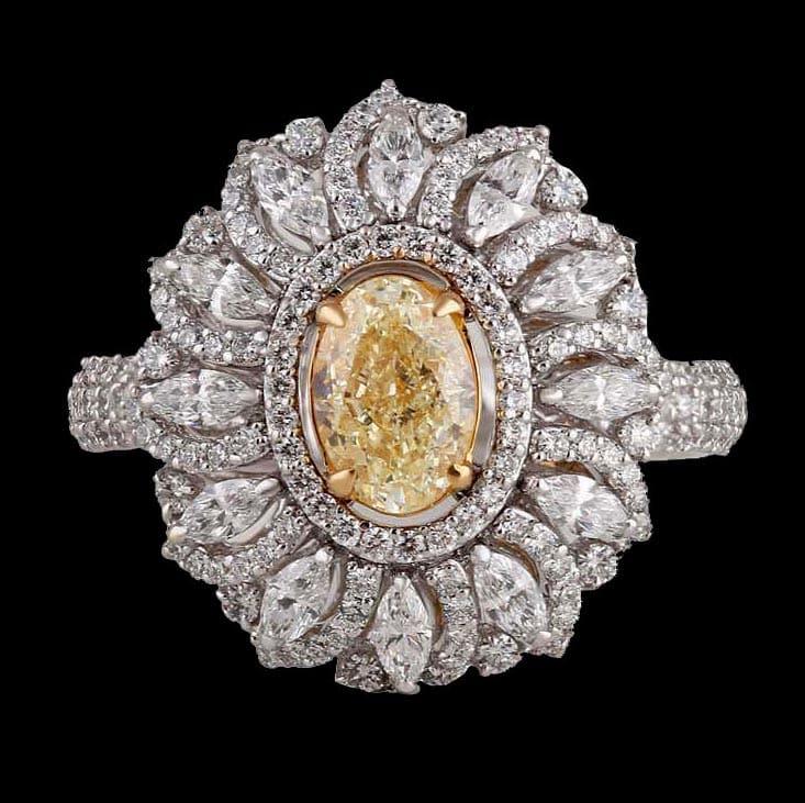 Yellow diamond Sunrays ring in 18 karat gold