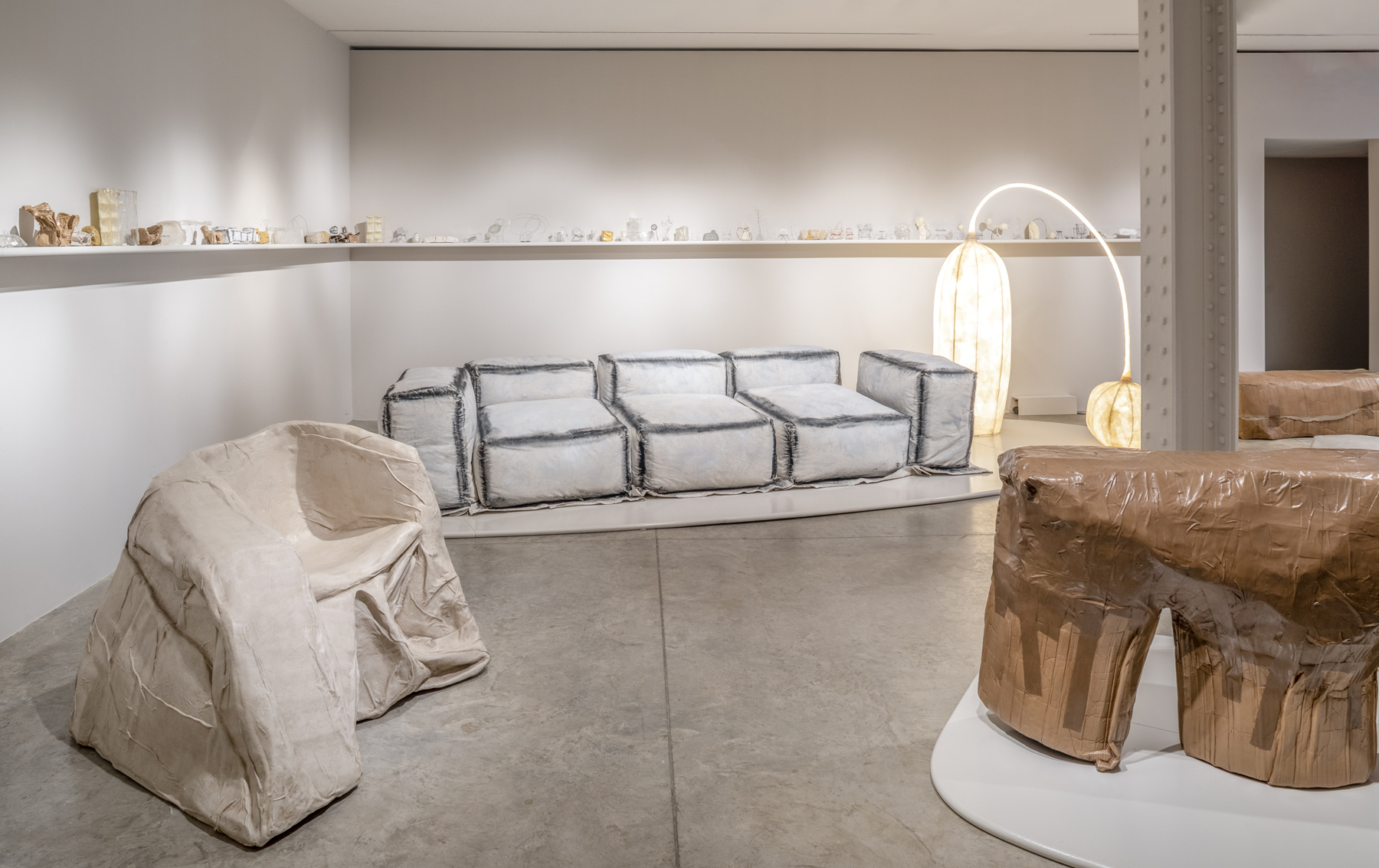 Faye Toogood Maquettes Friedman Benda Assemblage 6 Unlearning Canvas chair Canvas & Foam soaf Masking Table light Box bench Parcel Tape console
