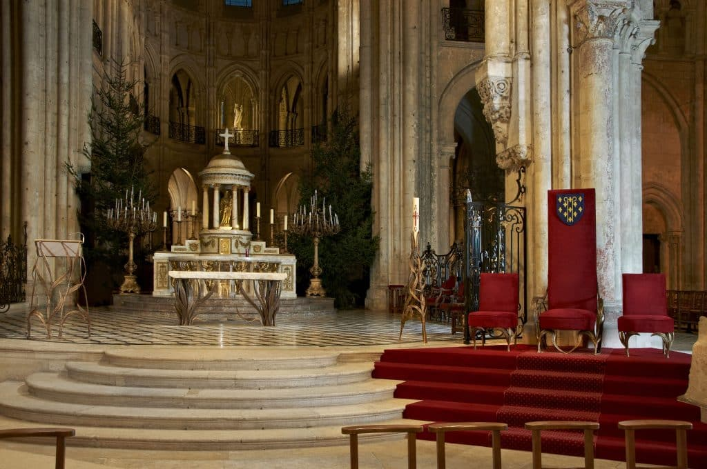 An altar and liturgical furniture by Franck Evennou in the Cathedral of Notre-Dame in Noyon, France