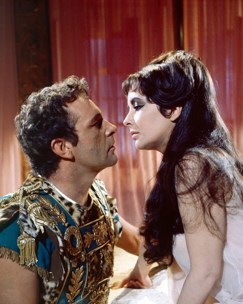 Richard Burton and Elizabeth Taylor in the movie Cleopatra