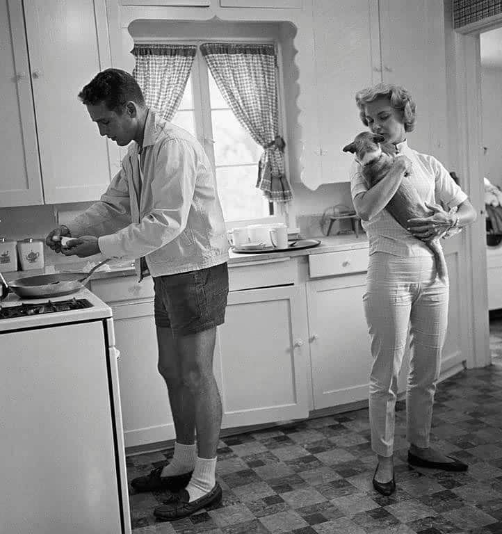 Paul Newman and Joanne Woodward in their Beverly Hills home in 1958