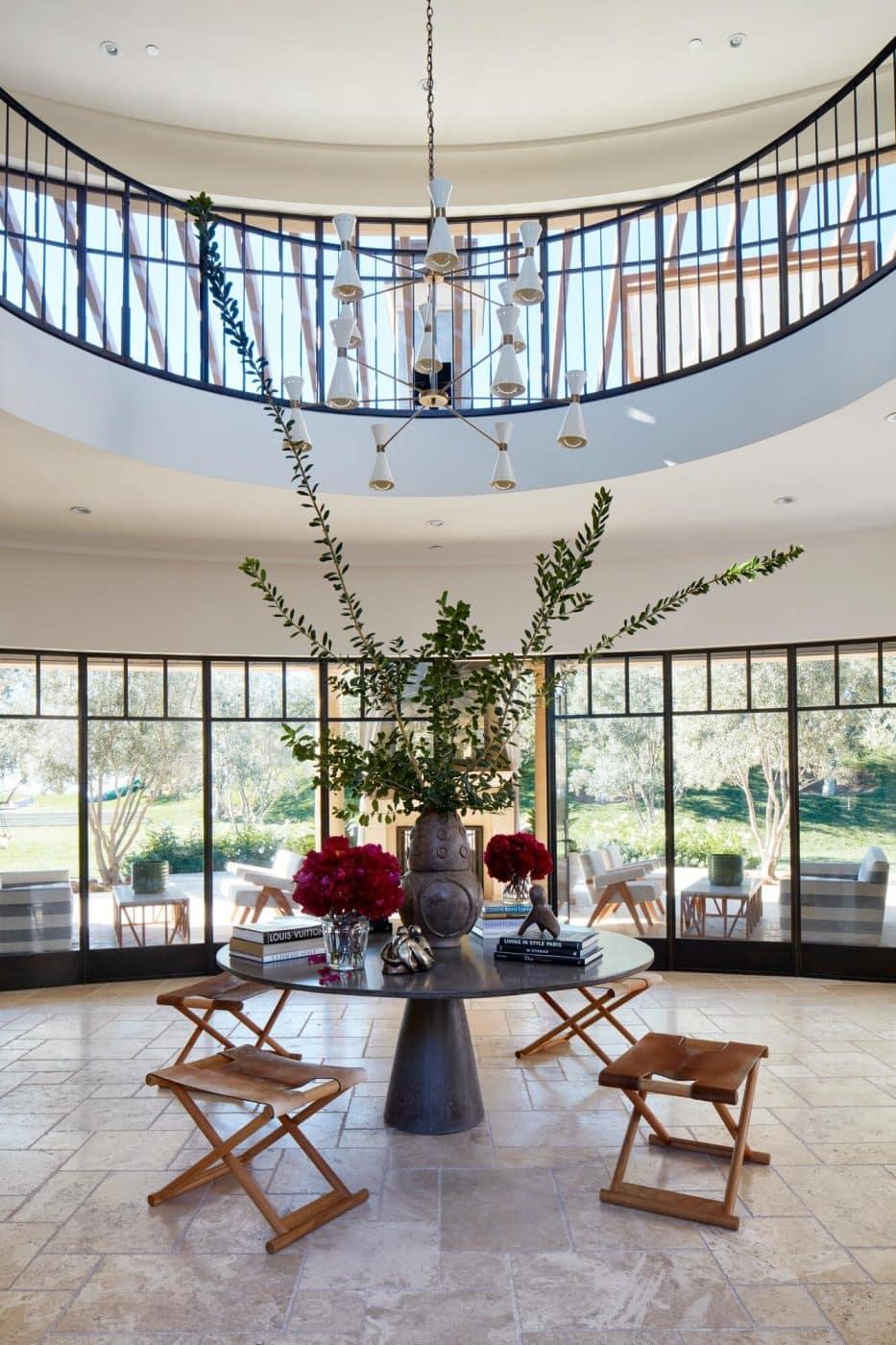 Kourtney Kardashian's house features a James de Wulf table